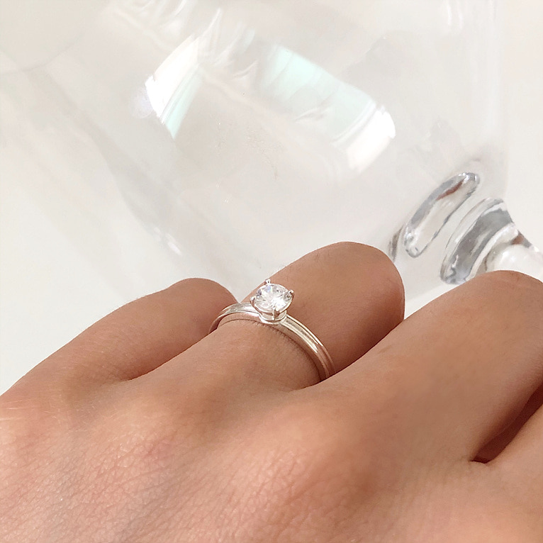 925silver 5mm cubic point ring